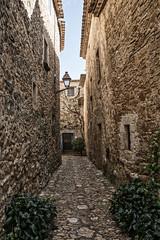 Peratallada (Girona) (Artal B.) Tags: peratallada girona pueblosconencanto catalunya piedra medieval casas edificios arquitectura calle callejuela
