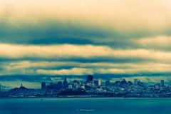 Fake plastic clouds (.KiLTRo.) Tags: sanfrancisco california unitedstates us kiltro ciudad city cielo sky clouds nubes agua water sea mar bahia bay building edificio océano ocean