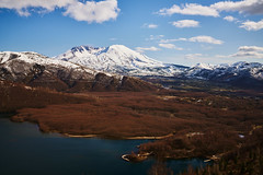 Mount Saint Helens (Jon and Rach | Photography) Tags: sony alpha alphamount alpha99ii a99ii amount ilca99m2 carlzeiss zeiss zeissglass 1635mm sal1635z sonycz1635mmf28 sonycz1635mmf28t variosonnar163528za t ultrawideangle uwa mountain volcano washington washingtonstate wa pacificnorthwest pnw upperleftusa snow lake trees outdoors explore sonypro roadtrip winter spring