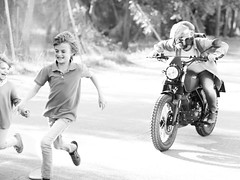 bokeh y movimiento (AriCatalán) Tags: kids bike niños moto corriendo running
