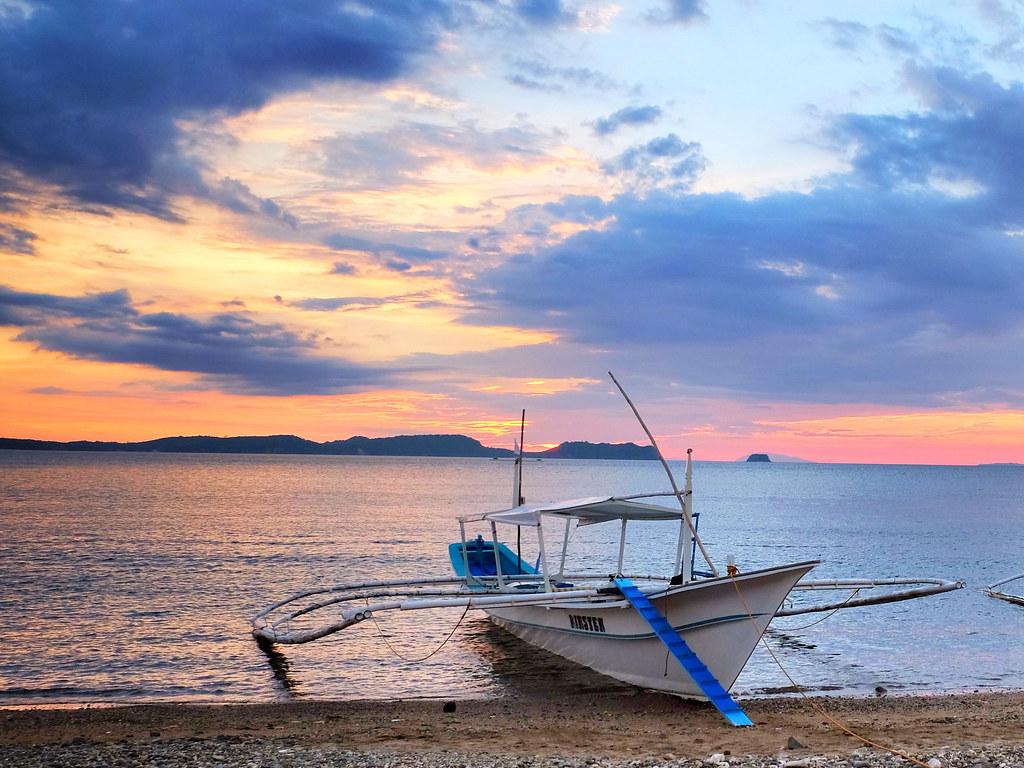 Barca filippina al tramonto