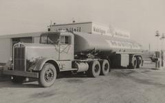 Kenworth: Mobilgas (PAcarhauler) Tags: kw kenworth semi tractor truck trailer mobilgas
