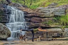 Joana fazendo Yoga (mcvmjr1971) Tags: vermelho nikon d7000 lens tokina 1116 parque estadual tres picos cachoeira dos frades nova friburgo mmoraes waterfall 2018 travel