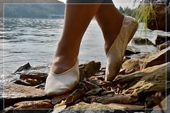 Procházka u vody (013) (Merman cvičky) Tags: balletslippers ballettschläppchen ballet slipper ballerinas slippers schläppchen piškoty cvičky ballettschuhe ballettschuh punčocháče pantyhose strumpfhosen strumpfhose tights collants medias collant socks nylons socken nylon spandex elastan lycra