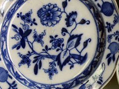 Plate. (dccradio) Tags: whiteoak nc northcarolina bladencounty diningroom harmonyhall harmonyhallplantation history historical historic revolutionarywarera coljamesrichardson richardsonhouse indoors inside antique classic vintage old plate blue white dish dishes