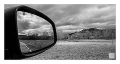Mirando delante/detrás_looking forward, looking back (Luis kBAU) Tags: reflejo espejo viaje paisaje landscape cielo bw