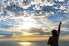 Cometa en el acantilado (Luis GA) Tags: lugamor luis d3100 nikon kite cometa acantilado cliff sky cielo landscape paisaje nube cloud sea mar oceano ocean beach playa summer verano silueta silhouette azul blue orange naranja spain españa nwn sunset scenic naturel scenery