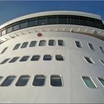 Queen Mary 2 - Brücke (bridge) thumbnail