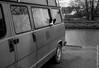 kesta ? (renphotographie) Tags: renphotographie analog argentique film35mm olympusxa fomapan400 betton chien fourgon hippie renanpéron