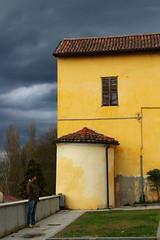 Turista solitario (ornella sartore) Tags: borgo morimondo colori particolari allaperto