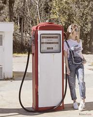 Gasolinera (kinojam) Tags: retrato portrait moda model fashion gasolinera petrol levis jeans belleza beauty chica girl kino kinojam canon canon6d