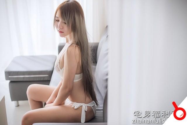 【ROSI】辣模FOX惹火近拍「超敢露」套圖 !
