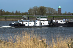 Push barge Gigantia + pusher tug Hermanna combination  (April - 2018) (Eduard van Bergen) Tags: dgsm vaartuig ships schiffe boote rws rijkswaterstaat nederland niederlande netherlands dutch water waves rivier river meander lek rhine sky flag riverbank bank wash beacon upstream downstream bow stern crew captain hull bridge mate sailor marifoon mariphone trees reed blue white green yellow skipper outdoor vehicle boat samsung nx 50200mm mts motor boeg friesland geus vlag stem kont bum gigantia bateaux barges floating retracting pusher tug duwboot duwbak hermanna zwijndrecht stork werkspoor diesel tanks 02317242