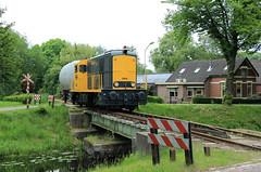 BSH (ex NS) 2454 @ Stadskanaal (Sicco Dierdorp) Tags: bsh ns star serie2400 serie24002500 stadskanaal fotorit brug drouwenerstraat bollenwagen