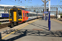 2018-05-14 @ Manchester Piccadilly: 1L14 1552 Liverpool Lime Street-Norwich: 158863 153357 [DSC_2577] (graeme9022) Tags: express super sprinter uk train station brel british rail railways br engineering limited diesel hydraulic multiple unit regional passenger transport transportation travel railcar car long distance east midlands trains emt north west england red white blue livery cross country class 158 153 57357 52863 57863