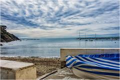 scorci di Liguria  ... (miriam ulivi) Tags: miriamulivi nikond7200 italia liguria sestrilevante baiadelsilenzio barche boats mare sea cielo sky nuvole clouds scogliera cliff