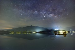 日月潭~四手網船銀河星空~ Milkyway above Sun moon lake (Shang-fu Dai) Tags: 台灣 taiwan 日月潭 南投 魚池 nikon d800e sunmoonlake 育樂亭 四手網船 formosa nightscene starry 銀河 milkyway landscape 天空 galaxy 夜景 水