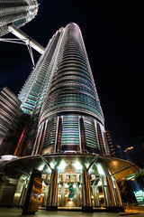 Petronas Tower (BBQMaster_CGN) Tags: malaysia asien asia petronas tower towers night sky skraüpper skyscraper kuala lumpur weitwinkel canon 7d