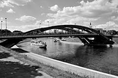 Vilnius / Mindaugas Bridge / Neris river (Pantchoa) Tags: bw noiretblanc blackandwhite blancoynegro pont mindaugas vilnius lituanie eau nuages bateau croisière paysage 2003