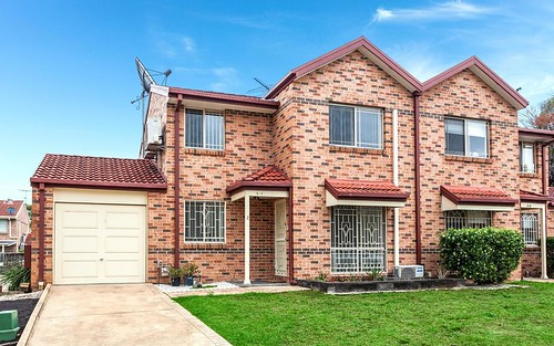 2/9 Watergum Wy, Greenacre NSW 2190