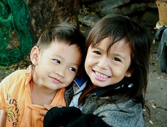 sister and brother (the foreign photographer - ฝรั่งถ่) Tags: sister brother children kids khlong thanon portraits bangkhen bangkok thailand canon