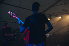Fête de la Musique (Schynts Photography) Tags: music festival fest party welkenraedt belgium photography artist rock instrument scene song sing singing micro girls boys band group lights night black dark people sony sonyalpha a7iii good vibe summer 2018 concert battery guitar style