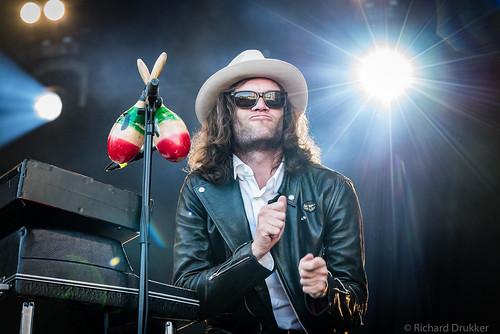 "Douwe Bob en band tijdens Bevrijdingsfestival 2018 Zoetermeer • <a style=""font-size:0.8em;"" href=""http://www.flickr.com/photos/50253513@N02/41982645715/"" target=""_blank"">View on Flickr</a>"