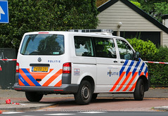 Dutch police Volkswagen Transporter 5 (Dutch emergency photos) Tags: politie police polizei politi polit polis polisi polisie polici policie policia polisia politiebus bus policevan van politievoertuig polcevehicle vehicle 112 999 911 hilversum nederland nederlands nederlandse netherlands netherland dutch emergency gooi en vechtstreek volkswagen transporter 5 t5 t vw blue light blauw licht lightbar whelen ultra freedom 7kbb09 2602