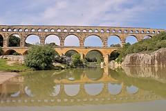 Pont du Gard (hervétherry) Tags: france occitanie languedocroussillon gard verspontdugard canon eos 7d efs 18200 pont aqueduc romain rivière river gardon reflet reflection reflexion monument historique