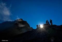 Randonneurs en contre-jour (didier95) Tags: montagne coldagnel hautesalpes queyras scenedevie contrejour randonneur bleu soleil silhouette ciel