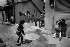 memories 652 (soyokazeojisan) Tags: japan osaka bw street city people blackandwhite chidren downtown analog monochrome olympus m1 om1 21mm fujifilm film neopan memories 昭和 1970s 1975