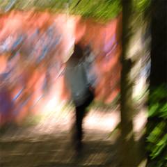 (jc.dazat) Tags: flou blur icm personnage people femme woman lady couleurs colours color graffitis peinture paint photo photographe photographie photography nikon jcdazat