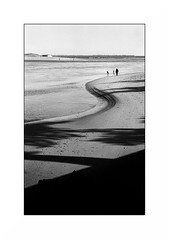 Le Pouldu (Punkrocker*) Tags: nikon s2 rf rangefinder nikkor 50mm 5014 sc film kodak trix 400 nb plage beach sea bretagne france pouldu finistere people