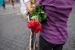 . (zbrzozowski) Tags: streetphotography fotografiauliczna street rome italy rose vendor