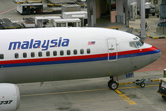 9M-MMF, Singapore, November 27th 2003 (Southsea_Matt) Tags: 9mmmf malaysiaairlines oneworld boeing 7374h6 wsss sin singapore changi november 2003 autumn canon 10d aircraft aviation plane transport