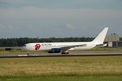 "Berlin SXF 21.6.2018 Boeing 767 ""Rolling Stones"" (rieblinga) Tags: leibfritzadapterr berlin sxf boeing 767300 rolling stones konzert landung 2162018"