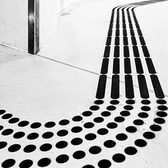 Follow ! (Leipzig_trifft_Wien) Tags: dot line sign communication floor architecture black white bnw blackandwhite noiretblanc guiding