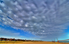 a tope hdr (angelalonso4) Tags: arena blue azul efs nube canon 1018 playa beach cielo sky paisaje paisage paysage tamron ciel eos 1300d efs1018mm f4556 is stm ƒ45 100 mm 12500 200 tabarnia castelldefels wateraguaseamar