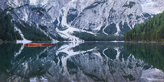 Lago di Braies - Dolomites - Italie (chassamax) Tags: 1x2 barque bateau boat boyer canon6d color couleur dolomites dolomiti europe formatpaysage italia italie italy lac lacdebraies lake landscape logodibraies maxence maxenceboyer maxenceboyerphoto montagne mountain nature panorama paysage reflet reflexion wwwmaxenceboyerphotocom