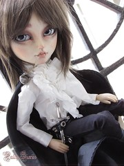 Dimitri With New Wig ♥ (Little Queen Gaou) Tags: vampire taeyang doll groove full custo fc artist art gothic old history photographie photography mantle cape sewing couture outfit vêtement inspiration tsubasa