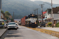 Street Running in a Small Town (jwjordak) Tags: streetrunning house road wires gp8 1602 nber flag hillside pole truck americanflag street mountain train tyrone pennsylvania unitedstates us cr5405
