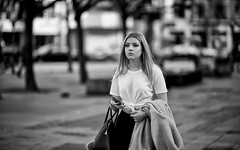 (graveur8x) Tags: woman candid street portrait girl blond blackandwhite frankfurt germany deutschland strase schwarzweis dof outdoor outside streetphotography city urban beautiful young stadt europe contrast sunday monochrome bw canon canonef135mmf2lusm canoneos5dmarkiv 5d f2 135mm