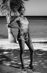 Lorena (02_0007BW) (ronnie.savoie) Tags: africanamerican black noir negra woman mujer chica muchacha girl pretty guapa lovely hermosa browneyes ojosnegros brownskin pielcanela portrait retrato model modelo modèle smile sonrisa crawfishrock roatan roatán honduras hondureña catracha bayislands islasdelabahía diaspora africandiaspora