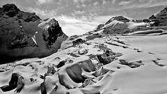 Seracchi (Matt_étranger) Tags: svizzera saas ski snow neve cielo bianco nero bw white black mountain wild glacier landscape montagna paesaggio sci lift nature wallis swiss alps