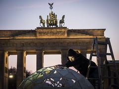 Earth Hour 2018 in Berlin (WWF Deutschland) Tags: earthhourday2018 earthhour klimawandel climatechange klima climate strom power elektrizität electricity kerzen candles welt world erde earth globus globe mensch human gruppe group tatort crimescene berlin deutschland