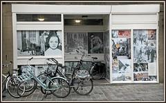 A Goes, presqu'île de Zuid-Beveland, Zeelande, Nederland (claude lina) Tags: claudelina nederland hollande paysbas zeelande zeeland goes zuidbeveland ville town architecture vitrine vélos bikes