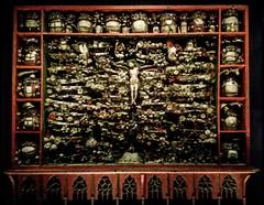 Relics Garden - Catholic Vision of Paradies (1499) - Kloster Bentlage (L I C H T B I L D E R) Tags: reliquiengarten relicsgarden kloster klosterbentlage bentlage rheine germany art kunst 1499 catholic paradies heaven reliquien relics religion vision sculls bones schädel knochen middleage mittelalter reliquienschrein schrein katholizismus chasse boxreliquary