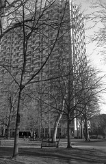 Washington Square (je245) Tags: bessar canon35mmf20ltm foma100 rodinal 125 philadelphia