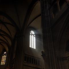 Cathédrale de Dijon (Roberto Defilippi) Tags: 2018 332018 rodeos robertodefilippi nikond7100 tokina1116mmf28 francia france chiesa church dijon vetrata raggi luce