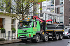 Volvo FM420 grapple lorry (Can Pac Swire) Tags: central london uk great britain british unitedkingdom city centre center bloomsbury bedfordplace four 4 axle grapple truck lorry hgv 2016aimg2247 wc1 thepennclub